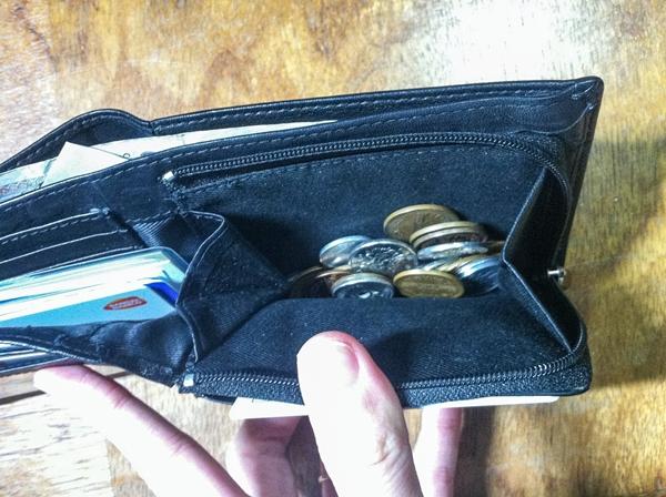 チャックつきの大きな小銭入れが付いているカンサイジーンズのメンズ財布
