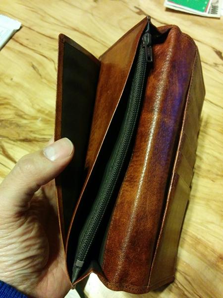 必要のないポケットがあるラガード財布