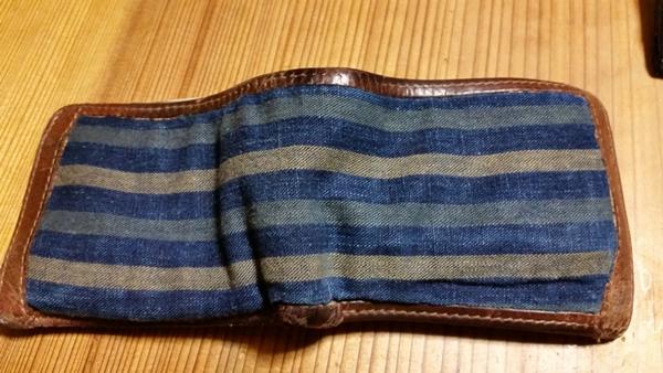 マザーハウスの二つ折り財布