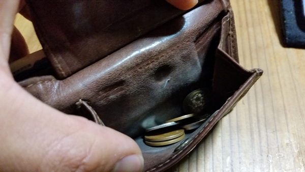 艶がなくなってくるマザーハウスの財布