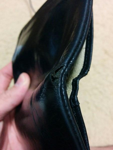 穴が開いたポーター二つ折りメンズ財布
