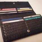 飽きがこないシンプルなデザインのソラチナ長財布