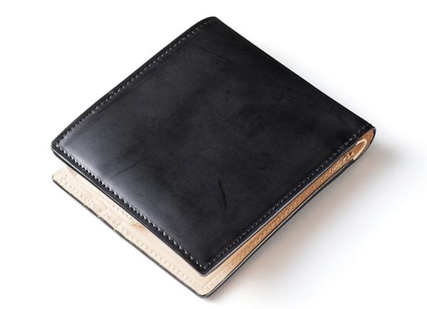 新品のココマイスターコードバン二つ折り財布