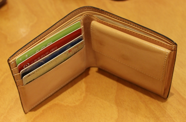 コードバン二つ折り財布の使い心地