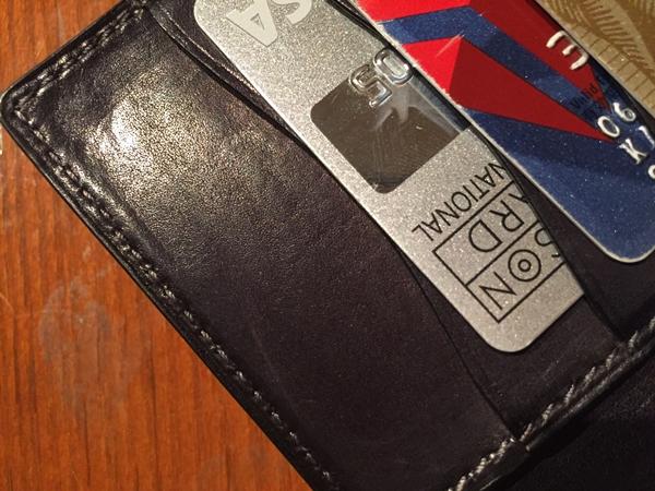 カードの跡が付いたベルルッティ長財布