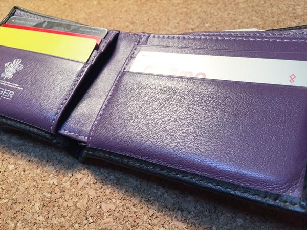 エッティンガーロンドン二つ折り財布の収納力