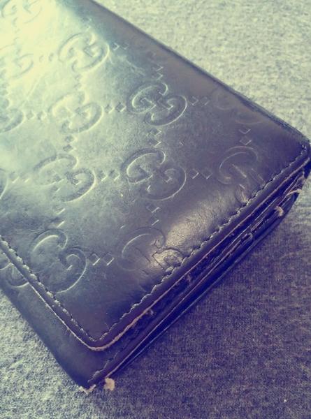 痛みの激しいグッチシマの財布
