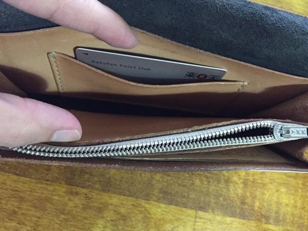 内ポケット部分によく使用するカード類を入れる
