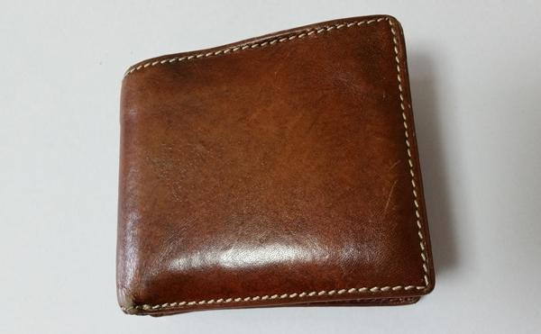 ポップなデザインと想像以上の収納力のタケオキクチ2つ折り財布