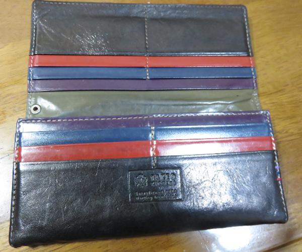 落ち着いたカラーで大人の色使いが魅力なタケオキクチの財布