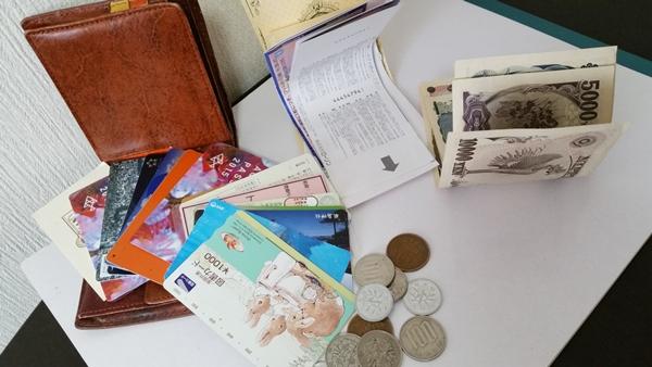 2つ折りとは思えない大容量の収納力があるタケオキクチの二つ折り財布