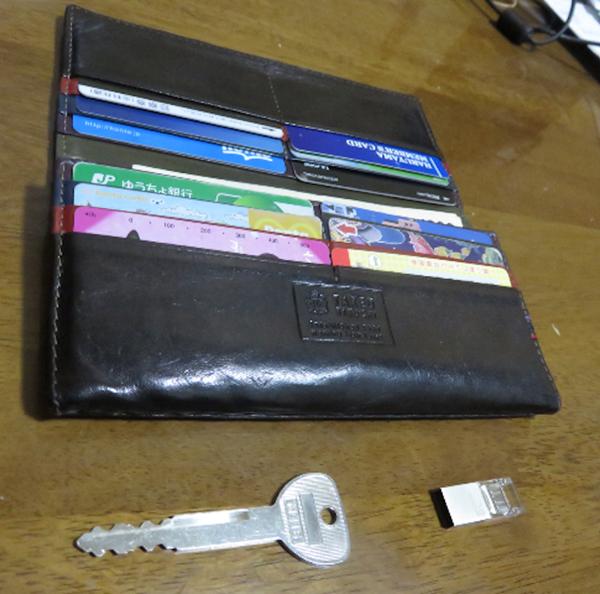 驚異の収納力があるタケオキクチの財布