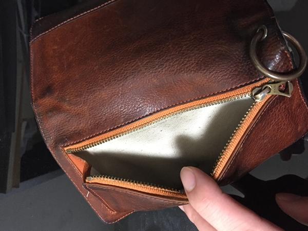 財布の外側についているポケットが重宝する