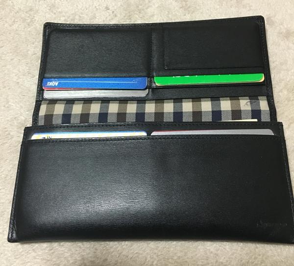 アクアスキュータム長財布のチェック柄の内装