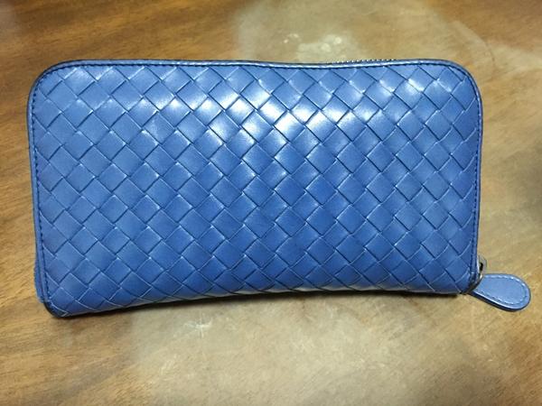 ボッテガ・ヴェネタ青の長財布