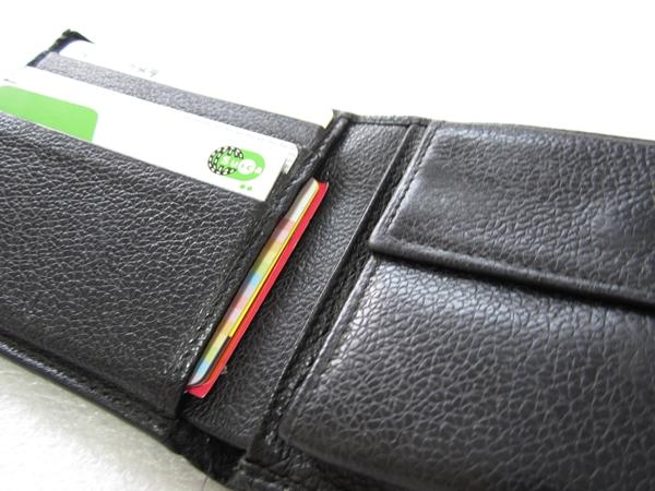二つ折り財布だが意外と収納力がある