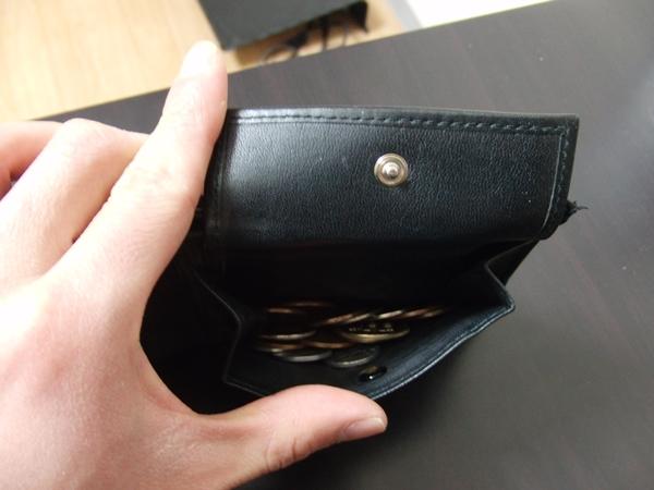 エンポリオ・アルマーニの二つ折り財布の小銭入れ部分