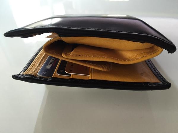 角が丸まってきたエッティンガー二つ折り財布