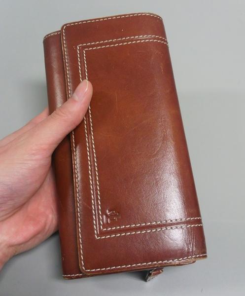 ラルフローレンはレザー素材の財布