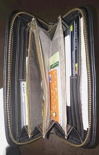 (限定カラー)土屋鞄製造所の長財布はシステマチック