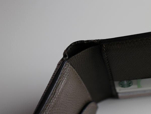 ヴァレクストラ二つ折り財布のエイジング