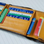 小銭入れの裏、それぞれのカード入れの裏にも収納があります。