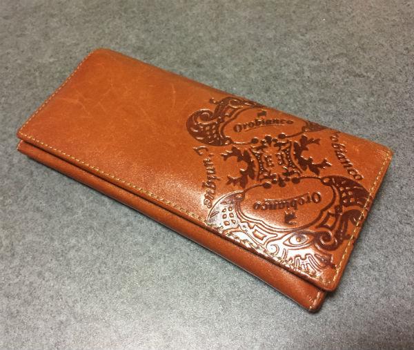 スマートで少しクラッシックなオロビアンコ長財布