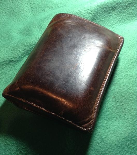 セトラーの二つ折り財布