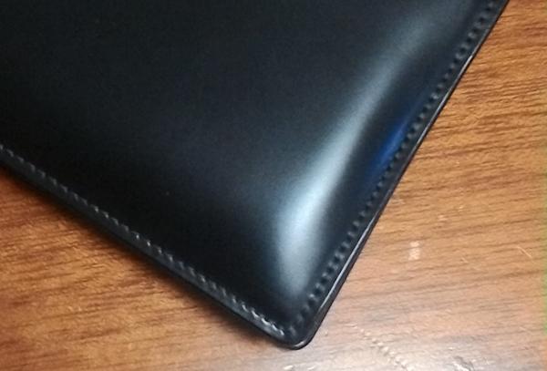 コードバンの質感を感じられるソメスの財布