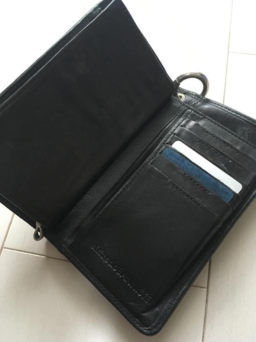 カードを沢山入れて、財布が膨らんでもかっこよく見える