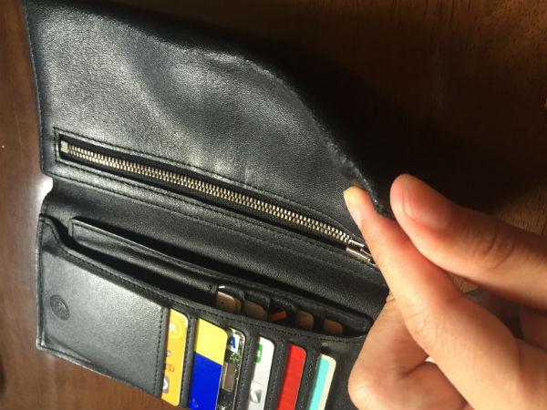 財布自体が折れ曲がりやすくなってきた