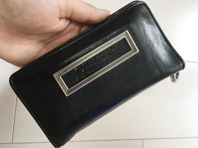 長財布のようで、長財布でない