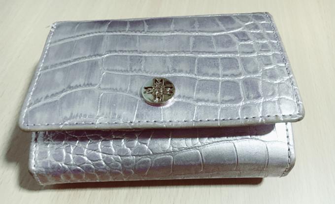 コムサイズムで買ったダークシルバーでロックな本革財布
