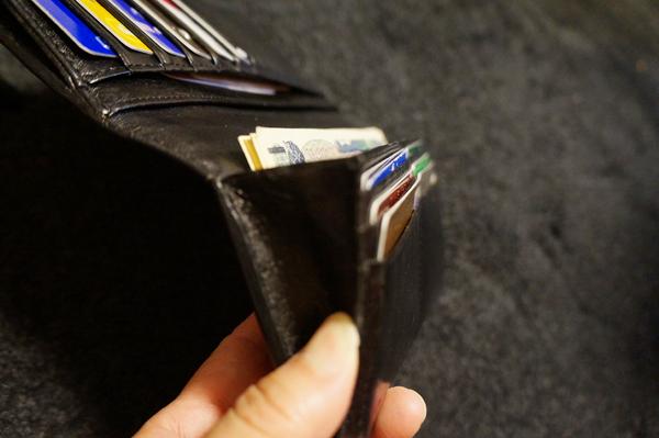 紙幣が取り出しやすい