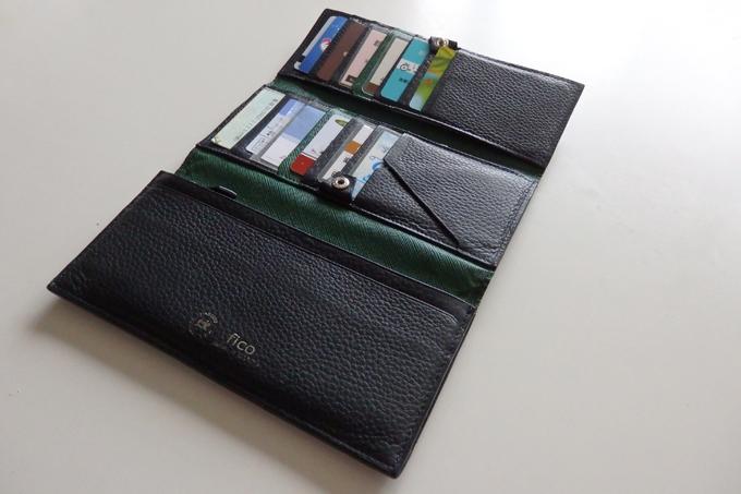 長財布にしては珍しい3つ折りだったこと
