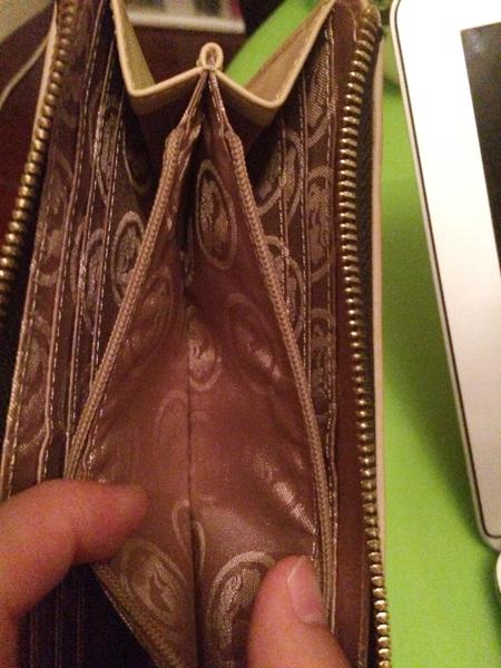 財布を開いたときに自分が思っているほど開いてくれない