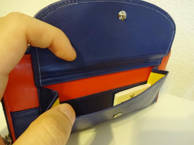 外側のボタン式のポケット