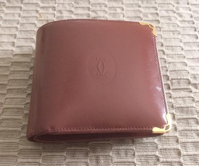 カルティエの二つ折り財布カボション