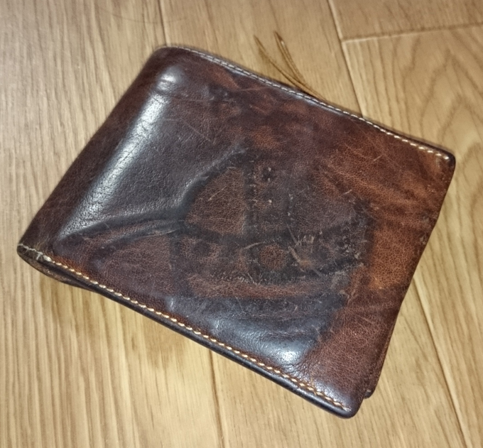 ヴィヴィアンの二つ折り革財布