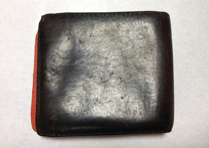 7747131ac0be 内装がオレンジ!Loewe(ロエベ)二つ折り財布の使用感をレビュー ...
