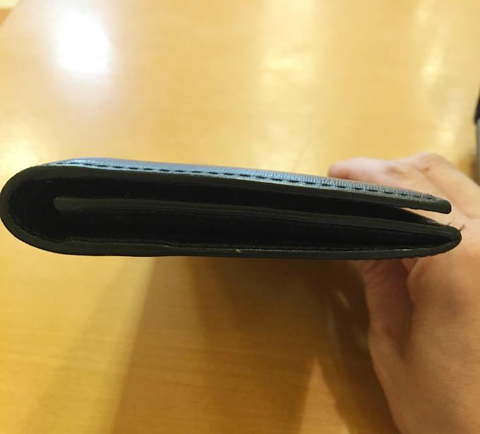 財布に求める要素の第一番が「薄さ」