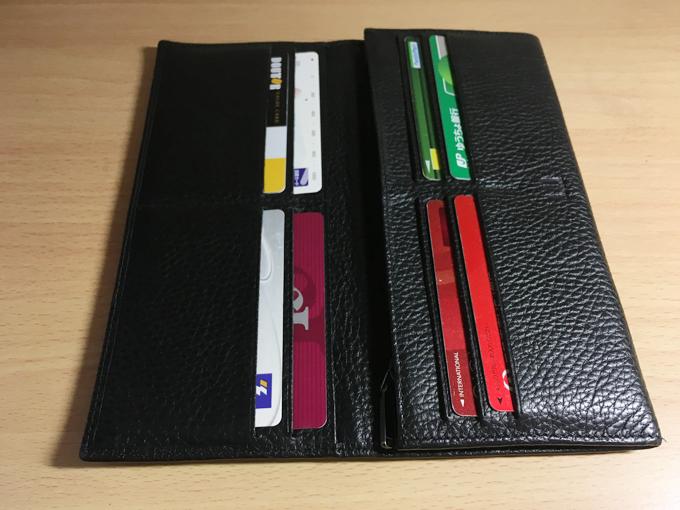 見ての通り大変シンプルな財布