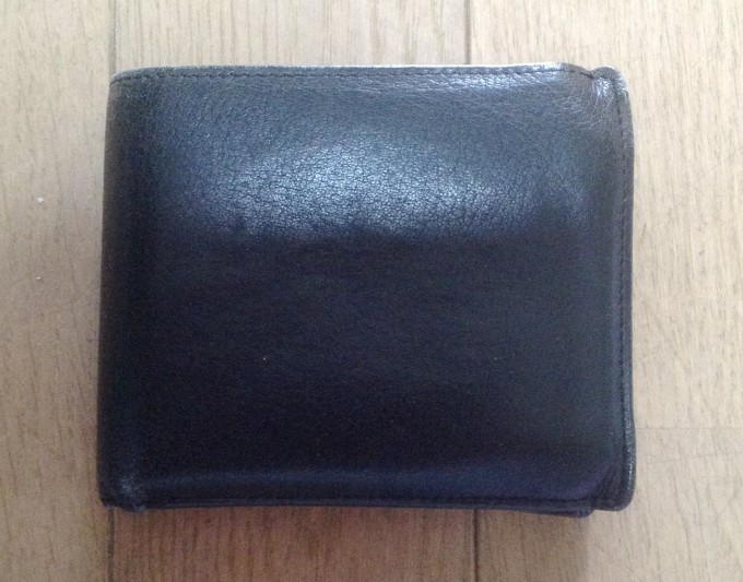 GENUINE LEATHERの二つ折り財布
