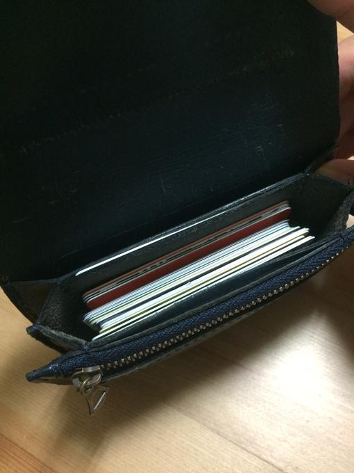 カードを入れるポケットがいい意味で雑