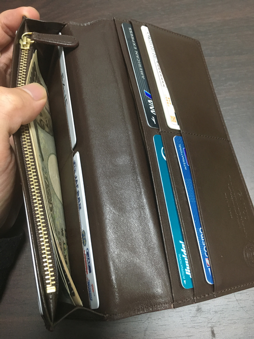 収納力が少ないわりにはカードを入れるポケットは結構ある