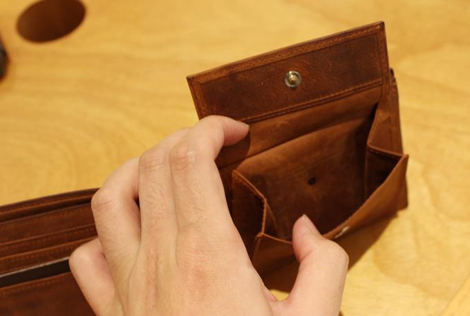 小銭入れにはけっこうなマチ幅があり