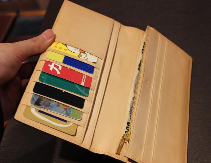 カードは縦に収納していくタイプ