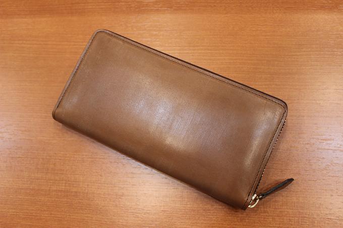樹木の風合いが魅力的な長財布『オークバークブリストル』