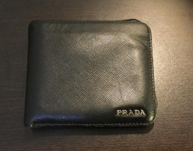 PRADA(プラダ)サフィアーノのメンズレザー二つ折り財布
