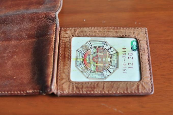 日本のパスケースのような透明なポケット